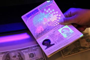 kanadsky_pasport_ultraviolet